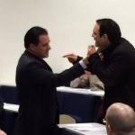 Le ministre de la santé confronté à un de ses détracteurs