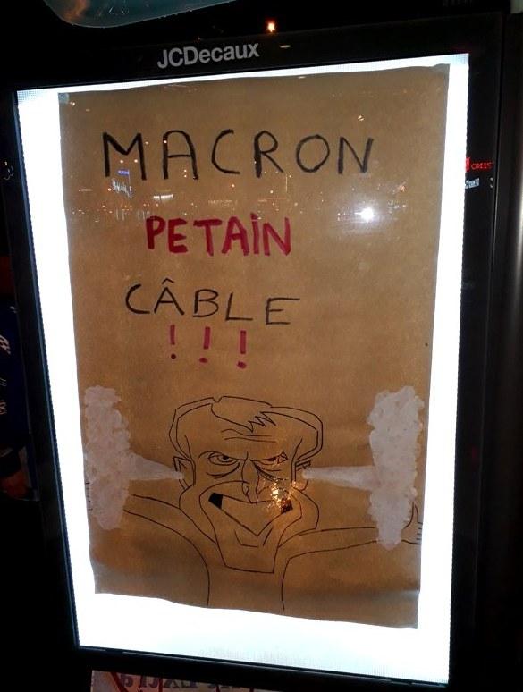 Macron-pete-un-cable